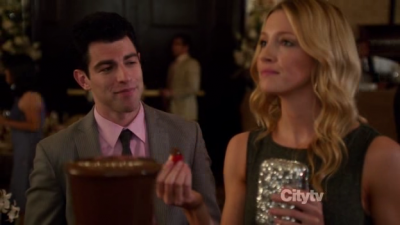 Which is not one of the ways Schmidt a dit he wanted to 'connect' with Brooke?