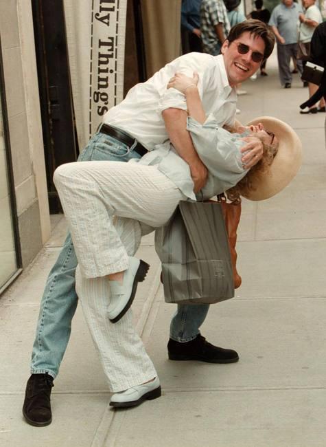 Fanpop - lornaroxas's Photo: Thomas Gibson giving wife ...