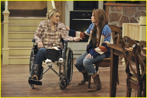 Hannah Montana Forever Episode 6 screen