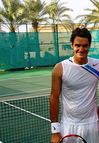 Roger has T-shirt without sleeves !