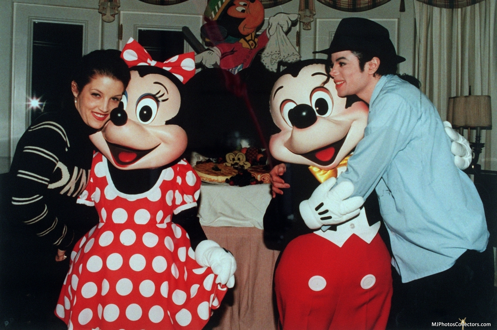 MJ & Lisa @ Disneyland