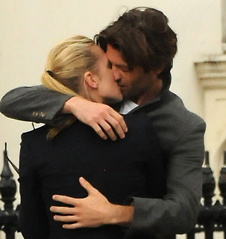 Kate Winslet's HOT গাধা boyfriend..they're so hot together aren't they?