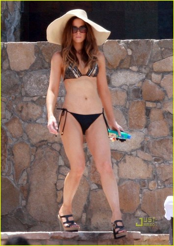 Kate Beckinsale: Labor Day Bikini!
