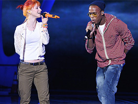 Hayley at VMA's with B.o.B