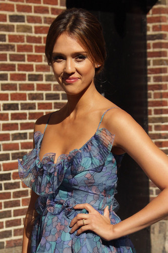 "Jessica Alba on ""The Late mostra with David Letterman"""