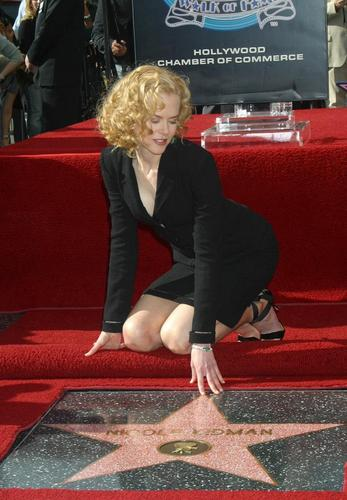 Nicole Gets Her bituin on The Hollywood Walk of Fame 2003