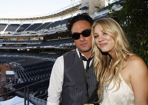comic_con_2010_Johnny Galecki and Kaley Cuoco