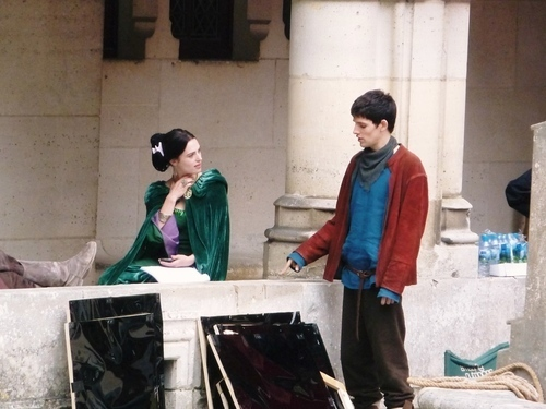 katie and colin on set