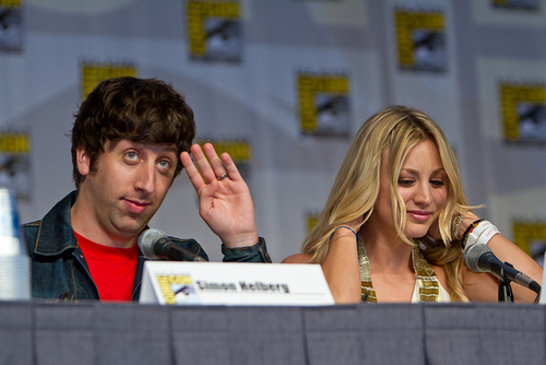 Simon Helberg and Kaley Cuoco-Comic-Con 2010