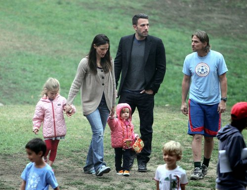 Jen and Ben take বেগুনী and Seraphina to play soccer!