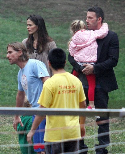 Jen and Ben take violet and Seraphina to play soccer!