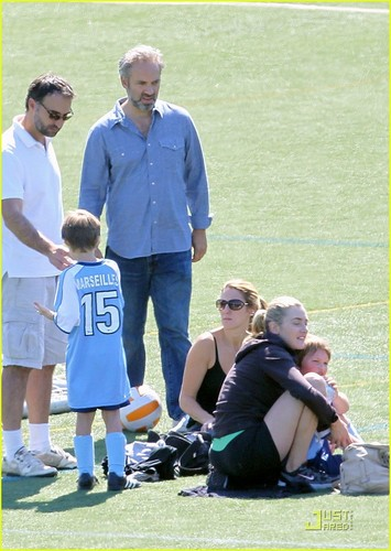 Kate Winslet: Son's Fußball Game with Sam Mendes!
