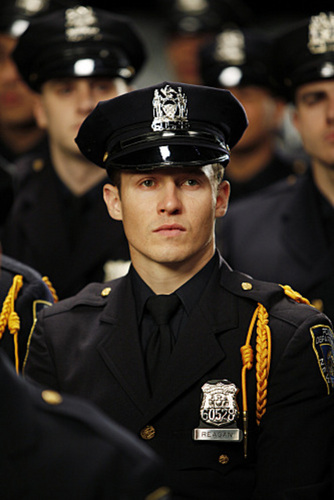 Will Estes as Jamie Reagan - 1x01 Pilot Stills