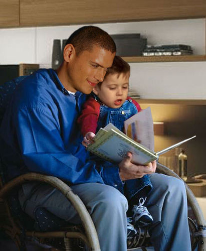 Michael Scofield with his little son MJ