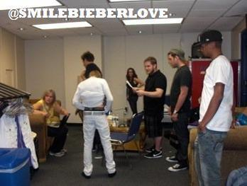 OMB Justin changing his clothes in front of everyone?