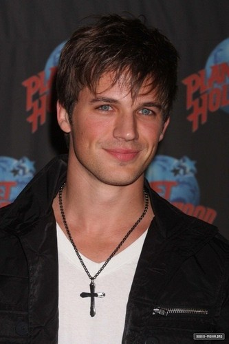 2010-10-07 Matt Lanter Visits Planet Hollywood Times Square