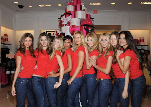 Victoria's Secret Angels - Shopping Event