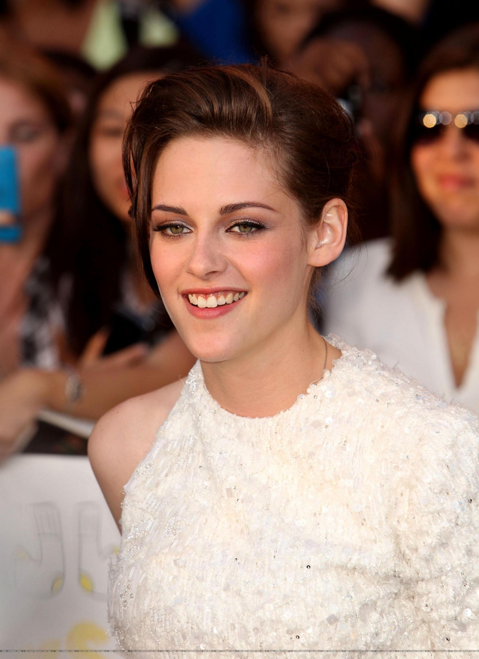 HQ: Kristen attends a screening for On the Road in New