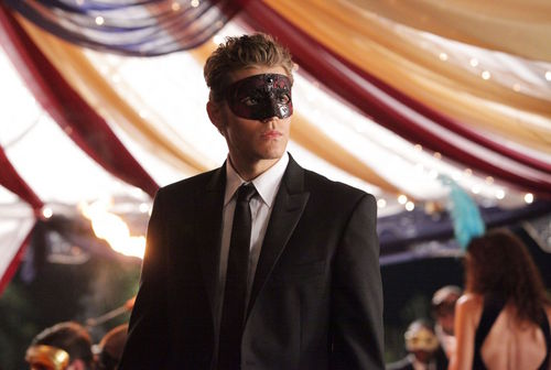 2x07 - Masquerade - Episode Stills