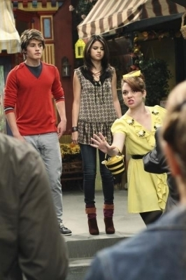 Wizards of Waverly Place 3x27 Alex Tells The World