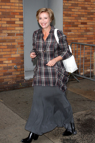 Emma Thompson Leaves 'The Daily mostra with Jon Stewart'