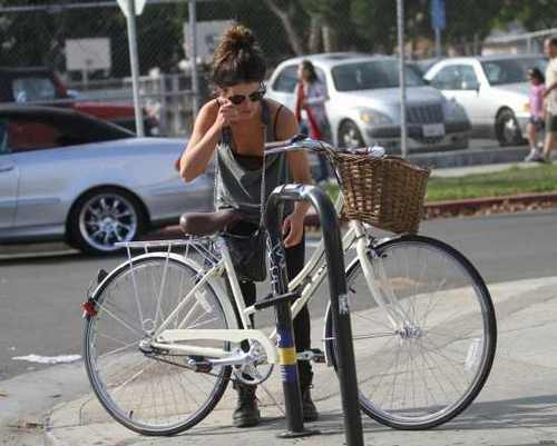 Shenae Grimes rides her bike for lunch at M Cafe in West Hollywood