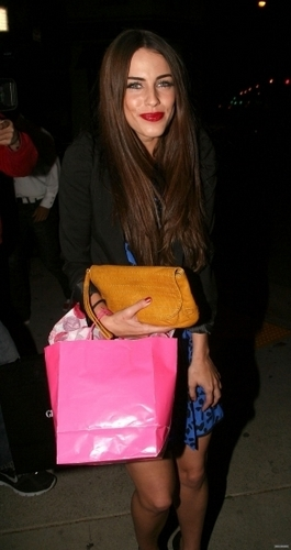 2010-11-08 Jessica Lowndes leaving Red O restaurant