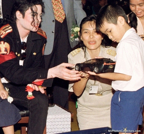 MJ and his অনুরাগী «3