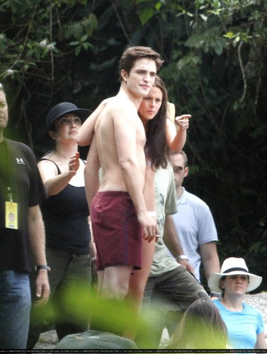 New pictures of Rob and Kristen in Paraty