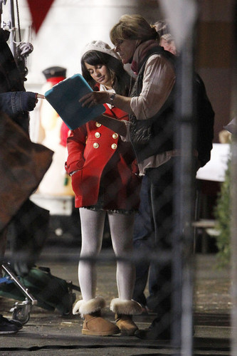 Lea filming Glee in in Pasadena {November 18th 2010}