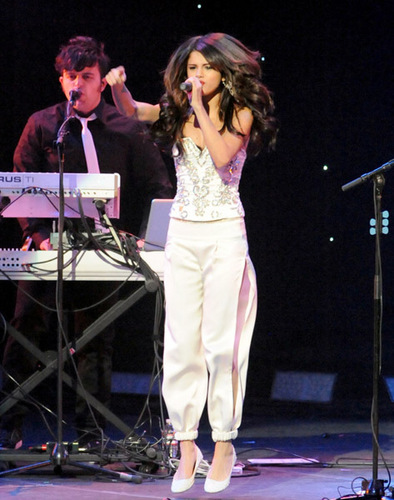 Selena on Concert,Los Angels,December 5th,2010