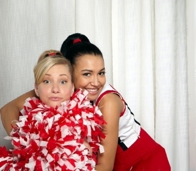 http://images4.fanpop.com/image/photos/17600000/Glee-glee-17629577-400-349.jpg