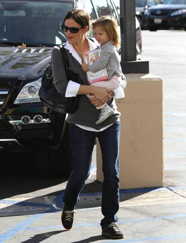 Jen & Seraphina out & about in L.A. 12/11/10