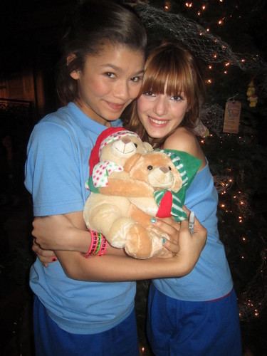 Bella and Zendaya at the Shake it Up cast natal Party(: