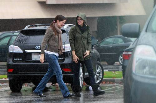 Jen out for lunch with a friend in Brentwood 12/18/10