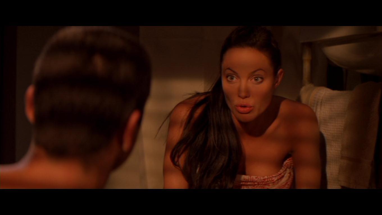 Angelina Jolie Hot Stills angelina jolie as lara croft in 'lara croft tomb raider: the