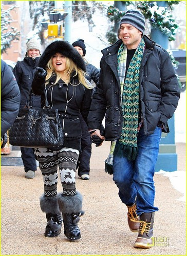 Jessica Simpson & Eric Johnson: Snowy Stroll in Aspen