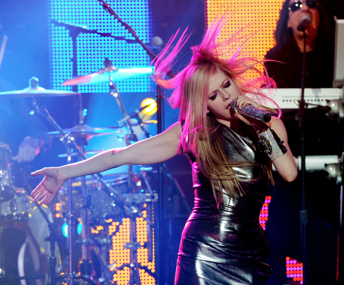 Avril WTH(Live) at Dick Clark's NYE