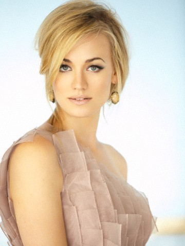 Outtake: Yvonne Strahovski Photoshoot in Issue 17 of Pop Magazine