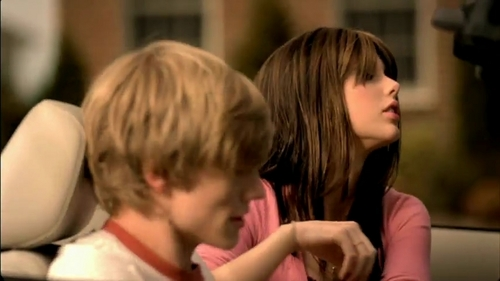 Taylor cepat, swift and Lucas Till