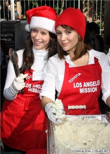 jennifer l'amour hewitt hosts christmas eve at the los angeles mission