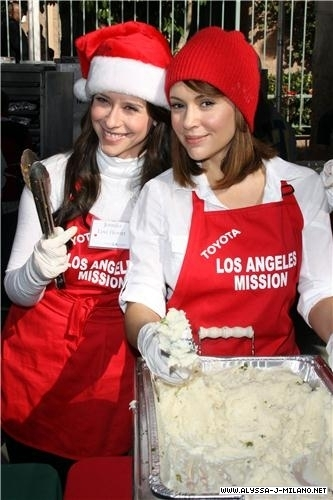 jennifer Cinta hewitt hosts Krismas eve at the los angeles mission