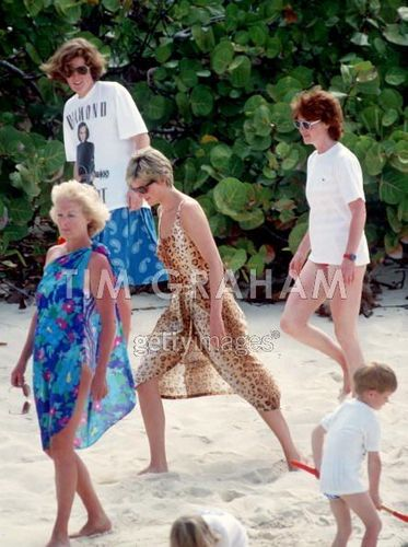 Diana And Mother On plage