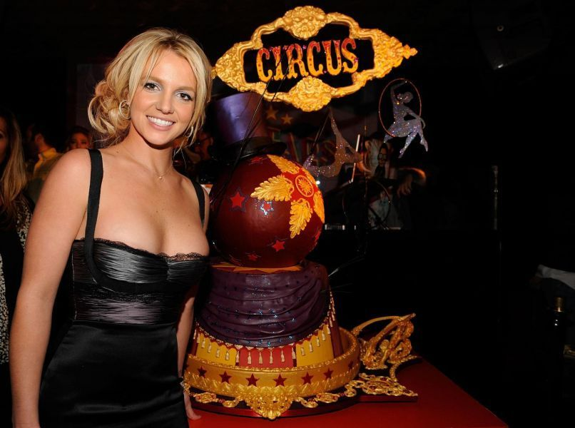 Britney-celebraties-her-27th-birthday-pa
