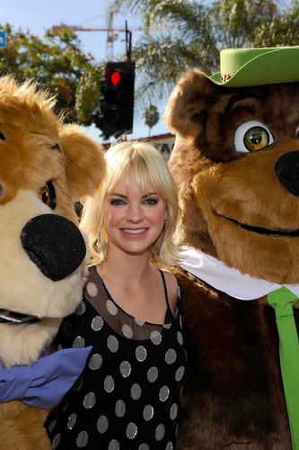 "Anna Faris - Premiere Of Warner Bros. ""Yogi 熊 3-D"" - Arrivals"