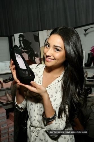 "Shay Mitchell Access Hollywood ""Stuff You Must..."" Golden Globes Lounge"