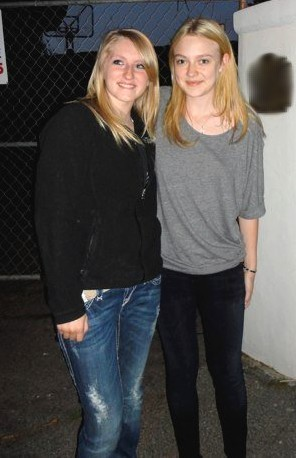 New Fotos of Dakota with Fans in Baton Rouge.