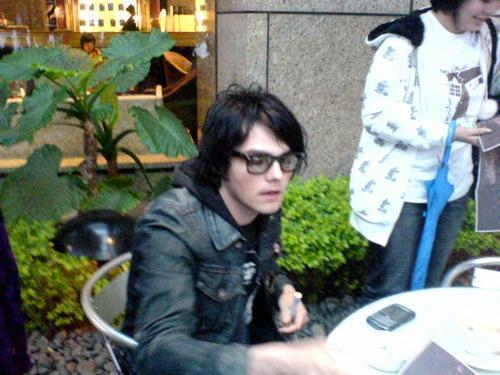 Gee With Glasses On ❤