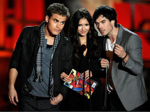 New/Old photos of Nina, Ian and Paul at the Scream Awards 2010. (HQ)