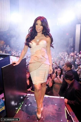 Kim hosts Valentine's ngày at Marquee Nightclub 2/14/11